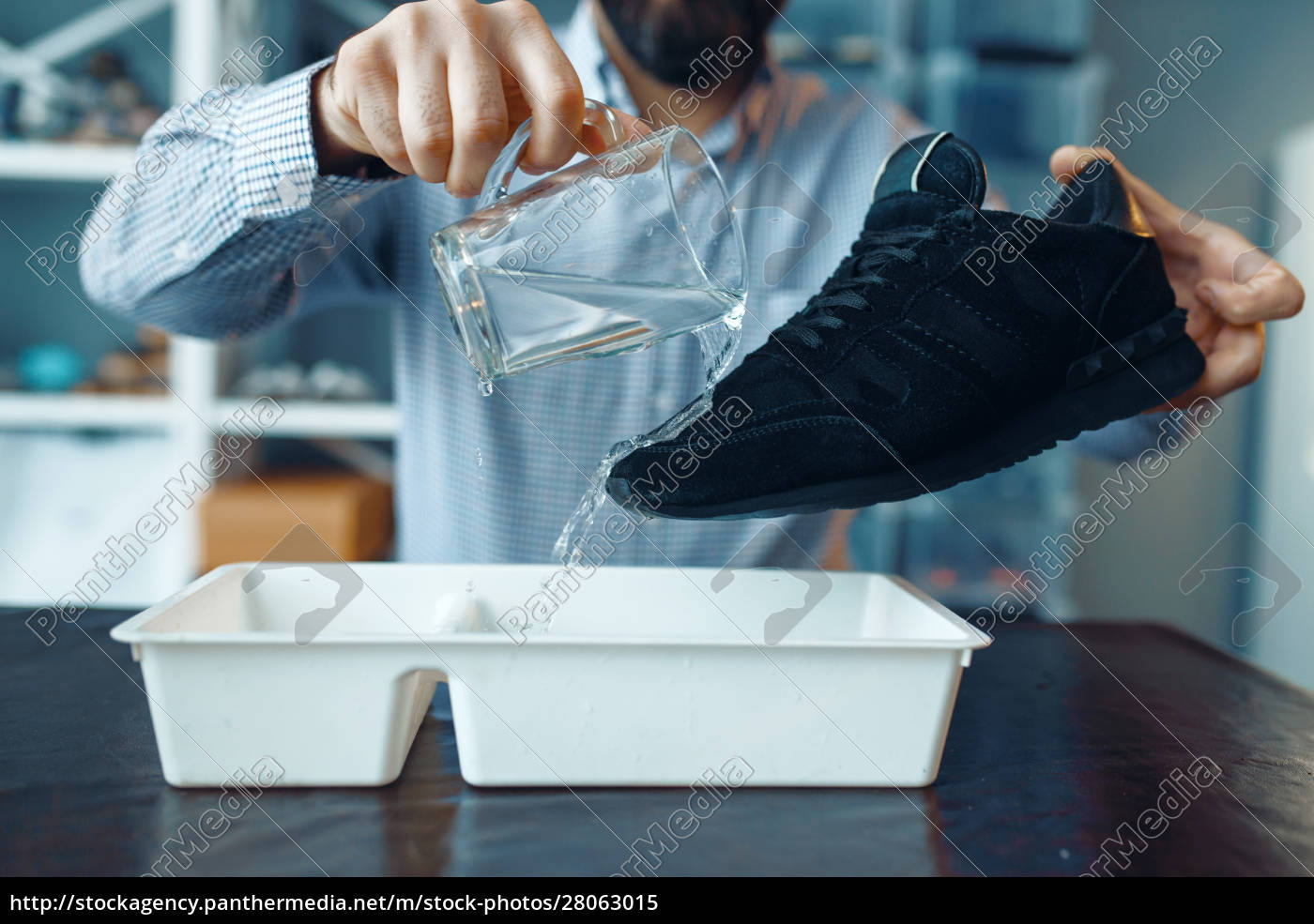 shoemaker, check, shoes, for, water, resistance - 28063015