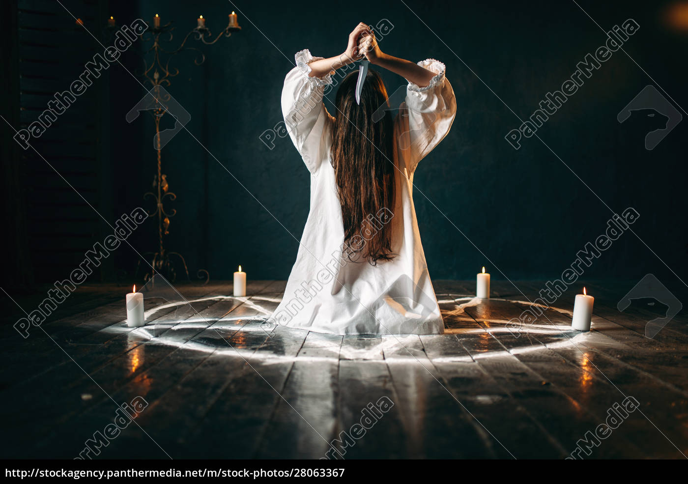 woman, with, knife, sitting, in, pentagram - 28063367