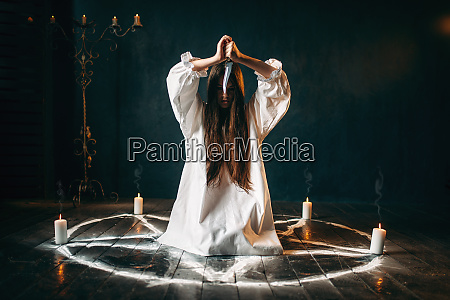 woman, with, knife, sitting, in, pentagram - 28063374