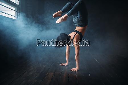 body flexibility contemp style dancer