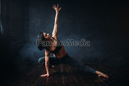 contemp dancing female performer in dance