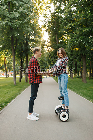 boyfriend teaches his girl to ride