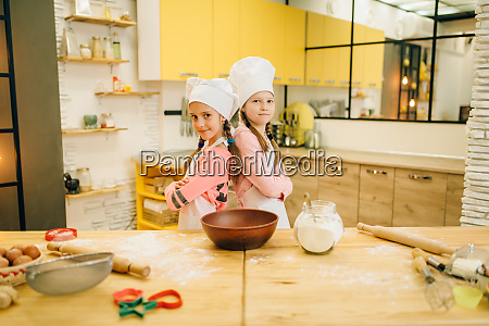 girls cooks in caps are back