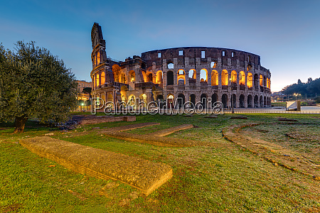 the illuminated colosseum in rome before