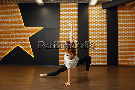 contemporary dance performer body flexibility