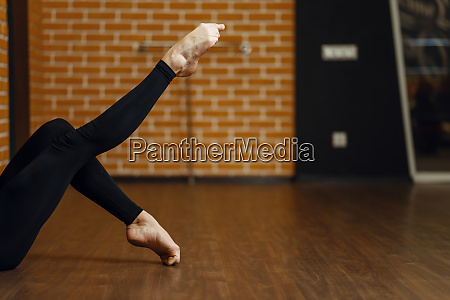 female contemporary dance performer legs
