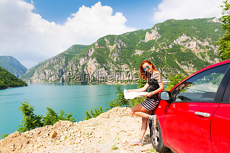 girl, is, reading, a, map - 28082527
