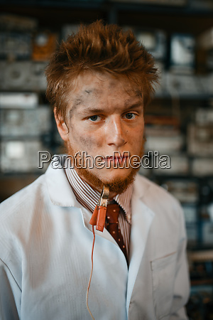scientist, with, terminal, connected, to, his - 28082196