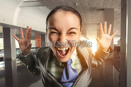 shouting, woman, in, the, office - 28082563