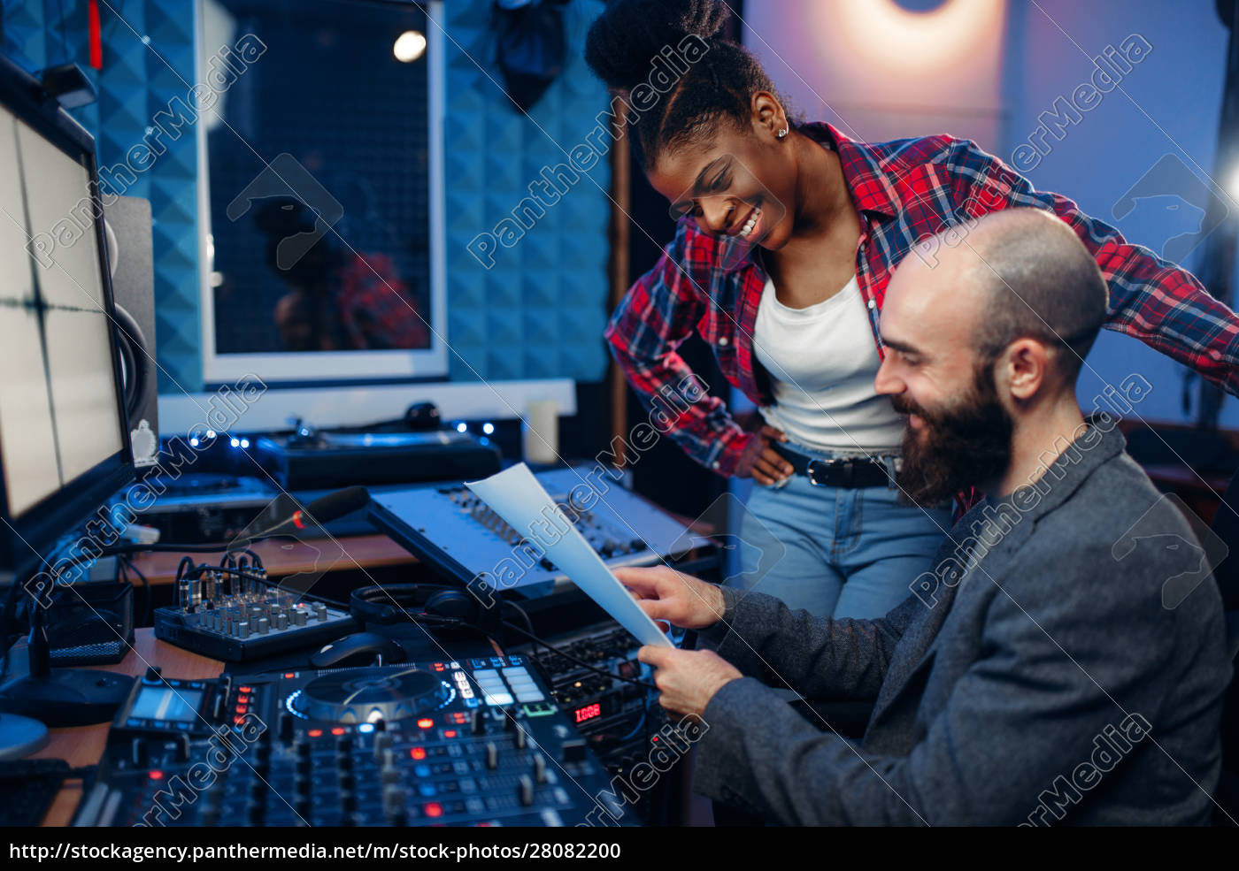 sound, operator, and, female, singer, , recording - 28082200