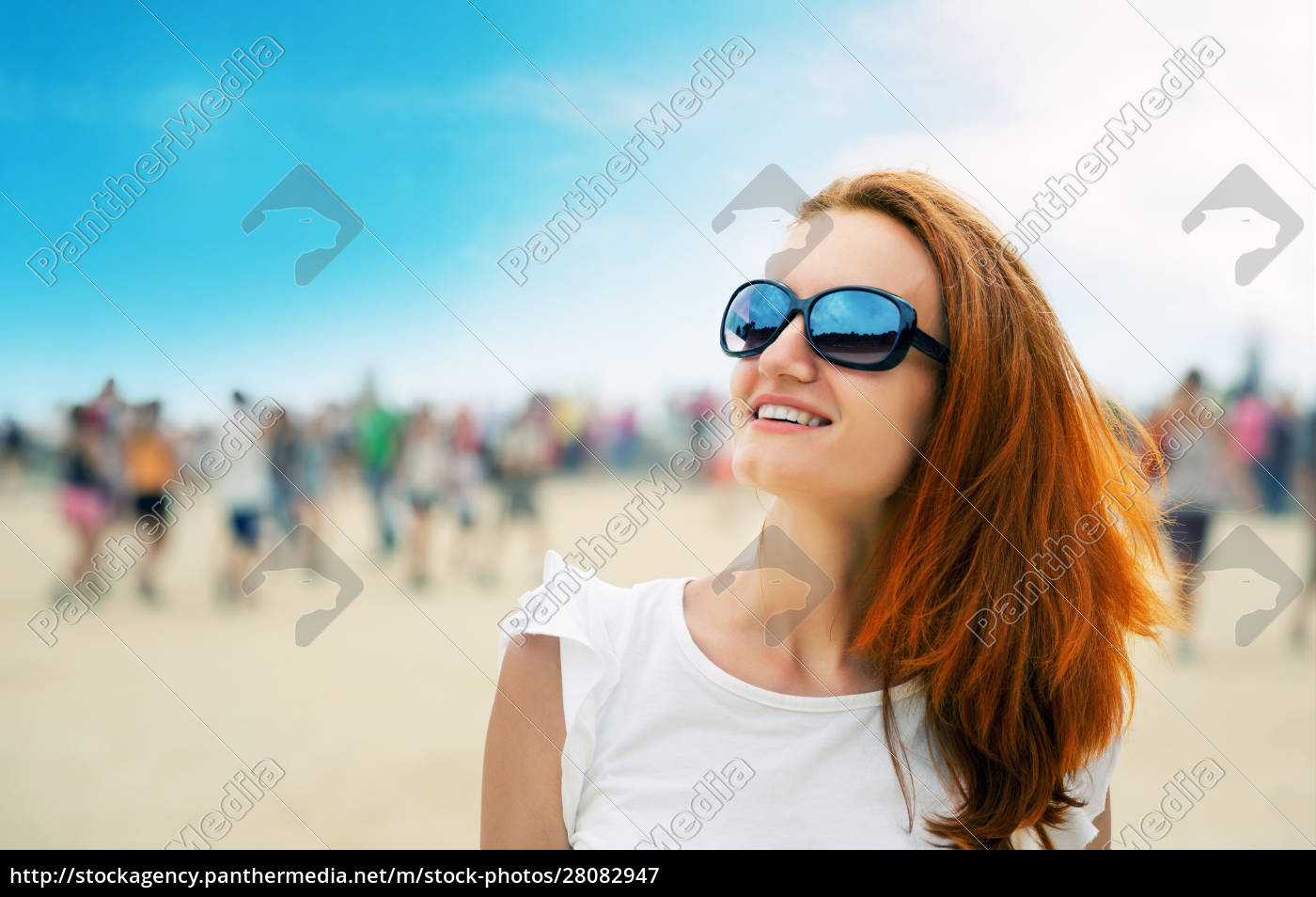 woman, at, a, beach, party - 28082947