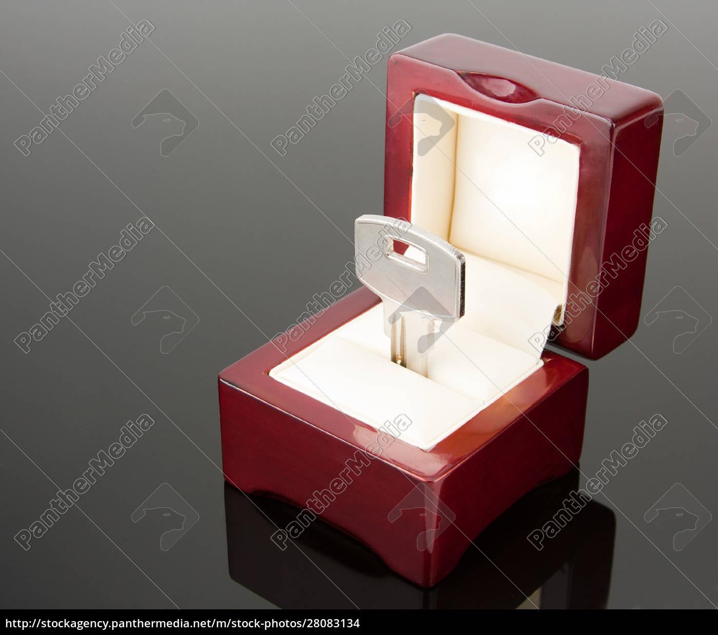 a, key, in, jewel, box - 28083134