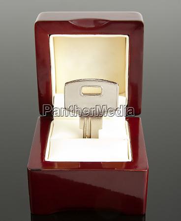 a, key, in, jewel, box - 28083136