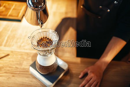 barista, pours, hot, water, into, the - 28083407