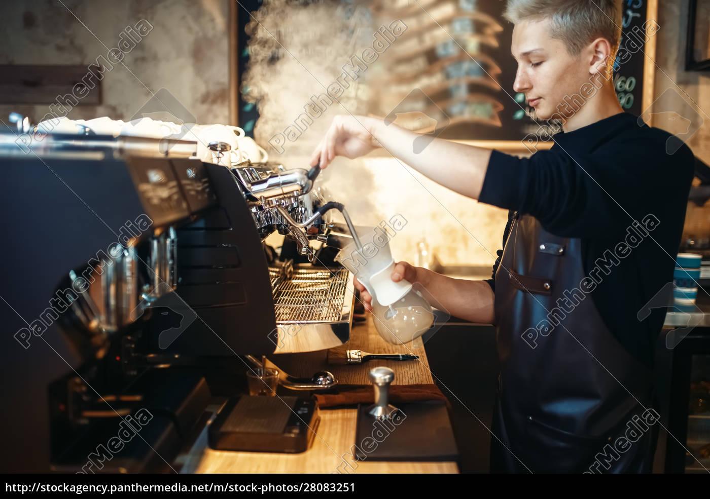 male, barista, prepares, cappuccino, on, coffee - 28083251