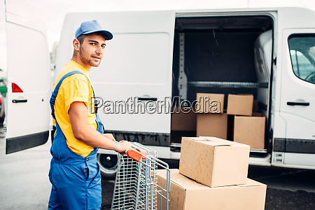 male, courier, in, uniform, work, with - 28083471