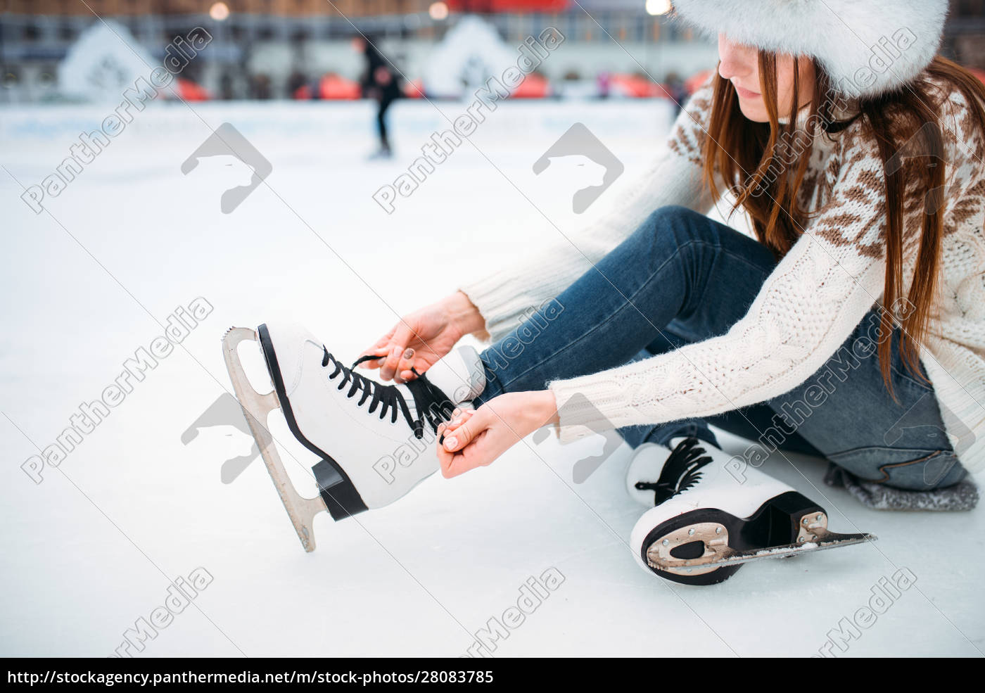 young, woman, ties, the, shoelaces, on - 28083785