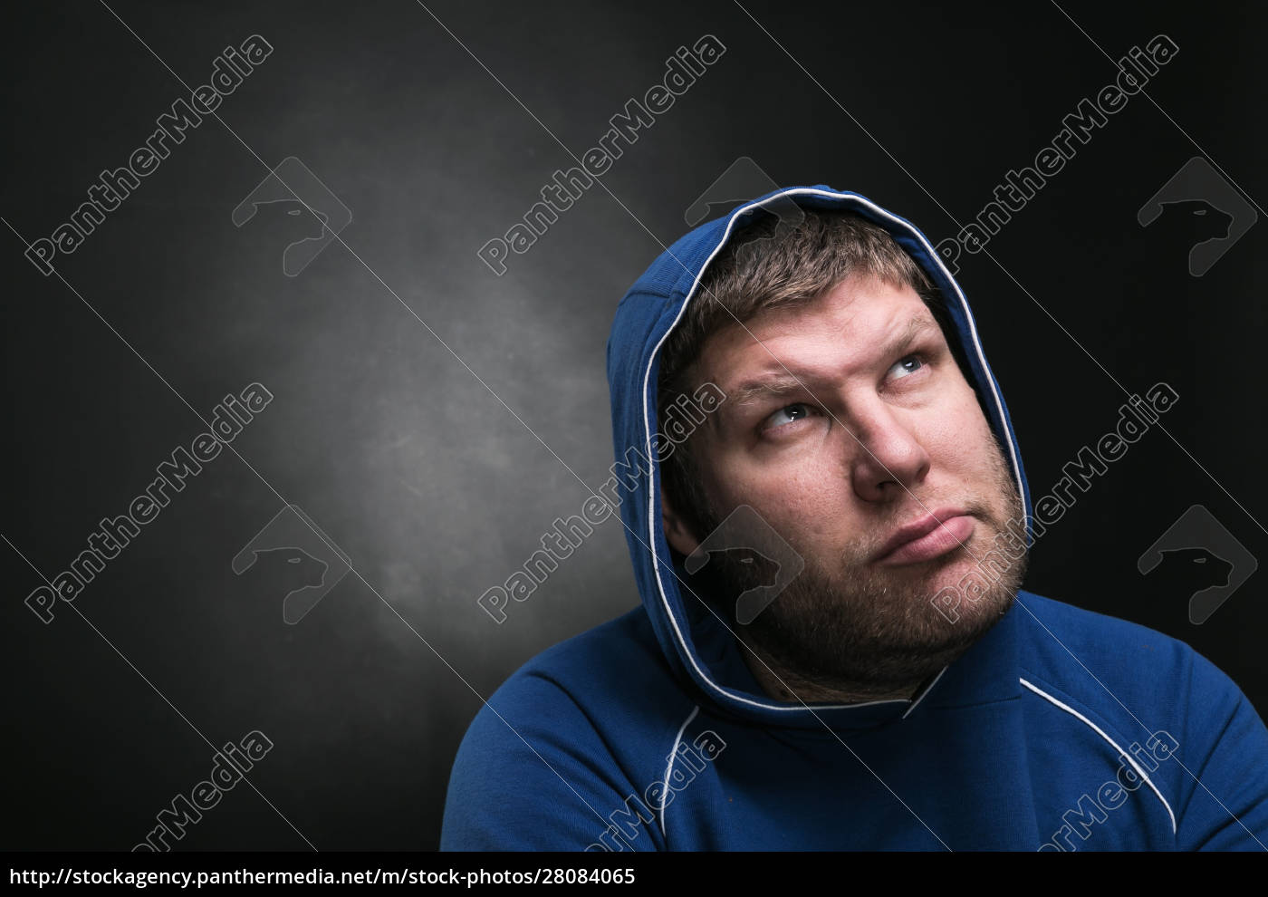 adult, man, in, the, hood, sits - 28084065