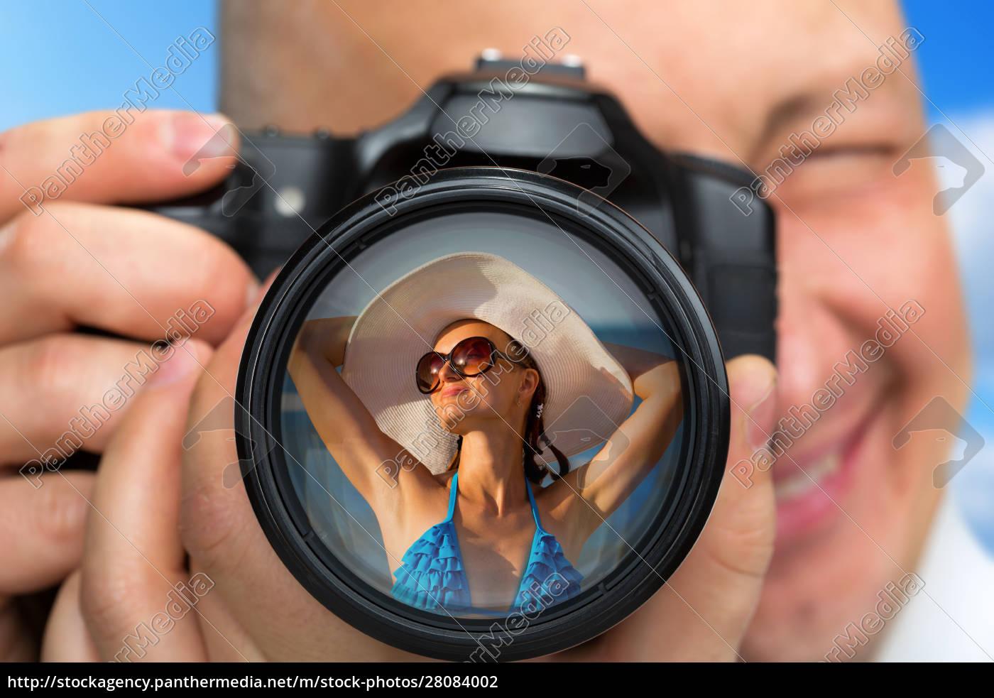 photographer, capturing, portrait, of, bikini, girl - 28084002