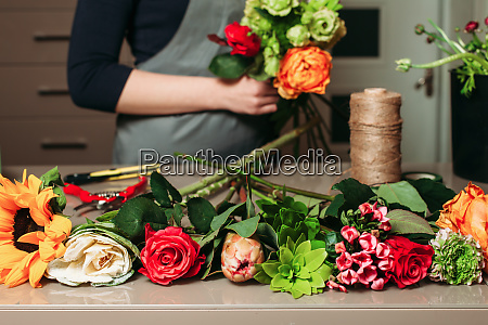 florist with bouquet of roses at