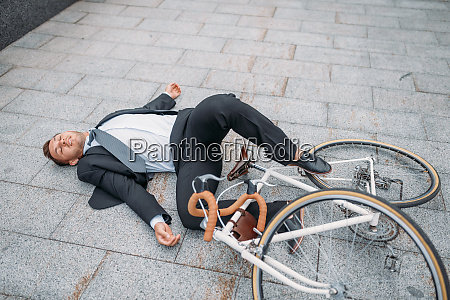 businessman fell off bicycle near office