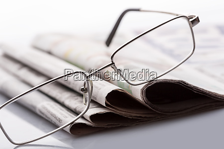 glasses, on, the, newspapers - 28087366