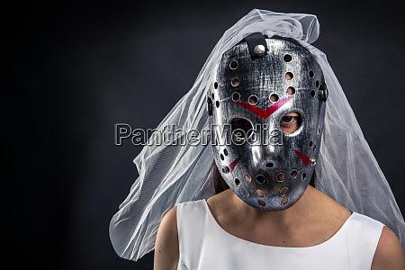 bride in hockey mask serial murederer