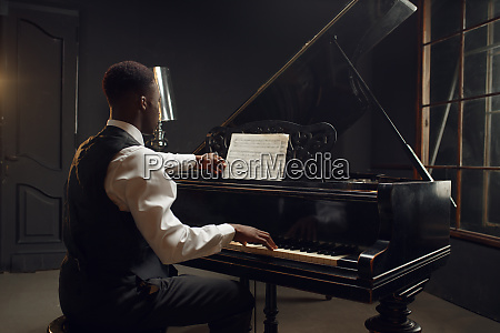 ebony pianist jazz performer on the