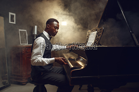 ebony pianist jazz performer on the