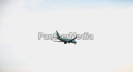boeing 737 8k2 plane on approach