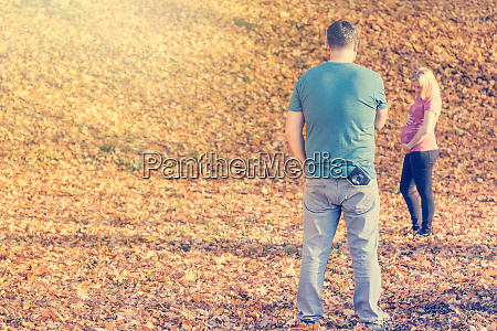 lifestyle portrait of expectant parents posing
