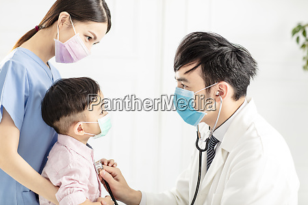 medical doctor wear mask and