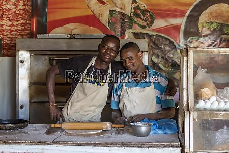 cooks preparing a pizza ed damer