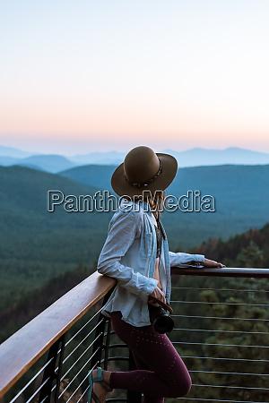 woman enjoying sunset payson mogollon rim