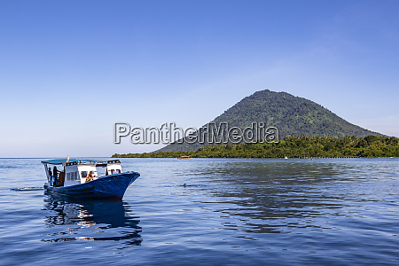 diving boat with manado tua in