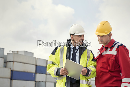 dock worker and manager with clipboard
