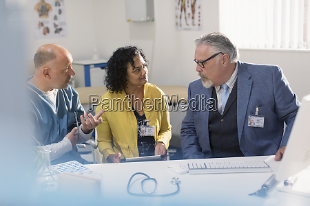 doctors and administrator meeting at computer