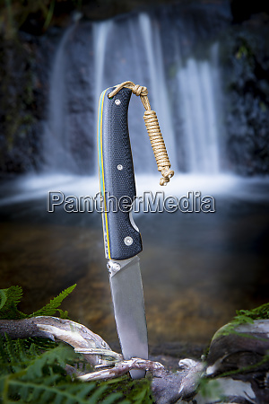 knife for bushcraft and survival in