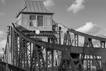 bridge attendants house