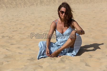 sand dunes woman