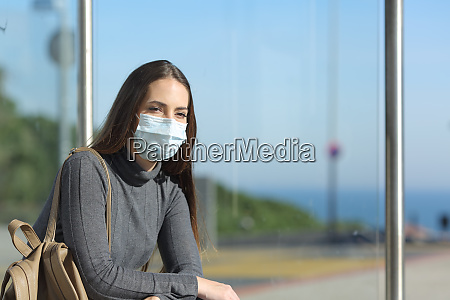 girl wearing a mask preventing contagion