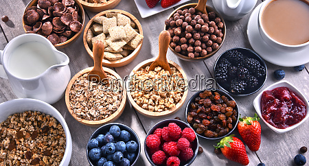 different sorts of breakfast cereal products
