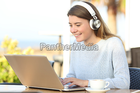 happy student e learning with headphones