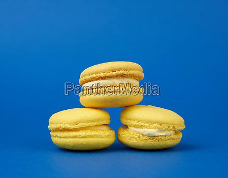 yellow lemon round baked macaroon cakes
