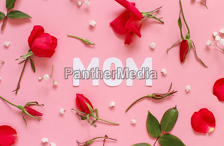red roses and text mom on
