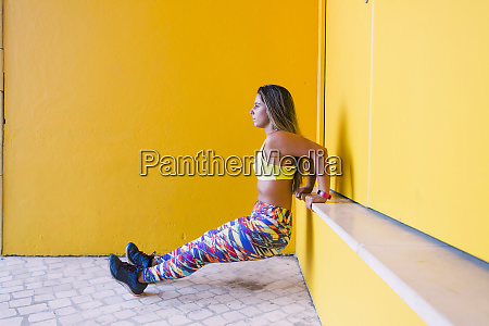 woman, doing, wall, sit, by, yellow - 28163174