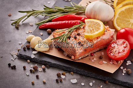 grilled, salmon, with, vegetables - 28174945