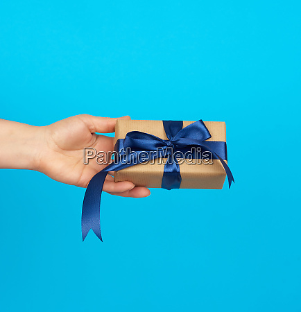 hand holds a box with a
