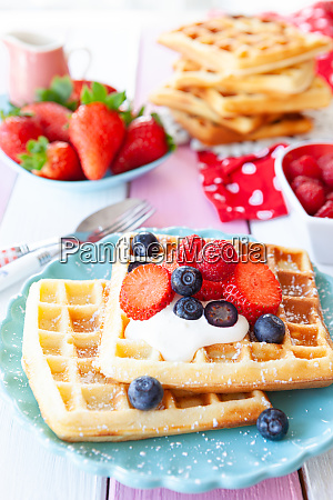 homemade, waffles, with, fresh, fruits - 28175069