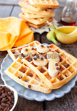 homemade, waffles, with, fresh, fruits - 28175073